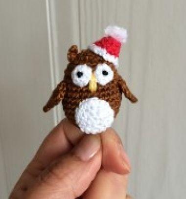 Miniature amigurumi Santa owl (free crochet pattern) // Mini amigurumi Mikulás bagoly (ingyenes horgolásminta) // Mindy - craft tutorial collection // #crafts #DIY #craftTutorial #tutorial #SantaCrafts #Santa #ChristmasCrafts #Mikulás #Télapó