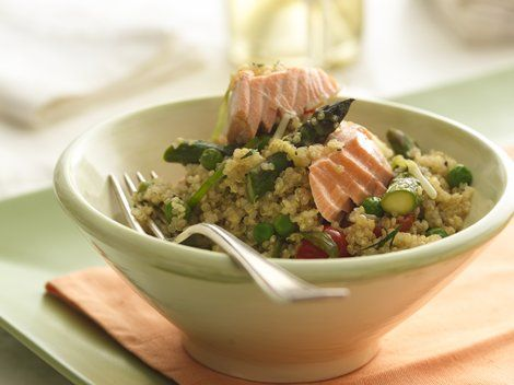 Quinoa Pilaf with Salmon and Asparagus - Looking for a hearty dinner made using Progresso® chicken broth? Then check out this quinoa pilaf featuring salmon, asparagus and Green Giant® frozen sweet peas – ready in 30 minutes.