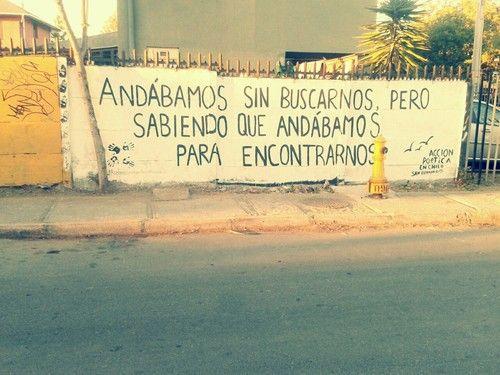 accionpoeticaamerica:  Andabamos sin buscarnos pero sabiendo que...