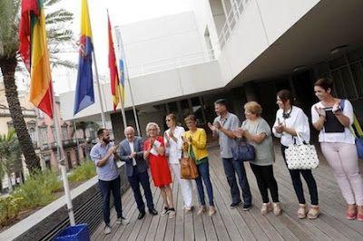Gran Canaria iza la bandera del Orgullo para proclamar su tolerancia LGTBI. La Corporación ha inaugurado la exposición 'De amor y pudores' que se exhibe a las puertas de la Casa Palacio. EFE | El Diario, 2017-06-21 http://www.eldiario.es/canariasahora/sociedad/Gran-Canaria-Orgullo-tolerancia-LGTBI_0_656885193.html