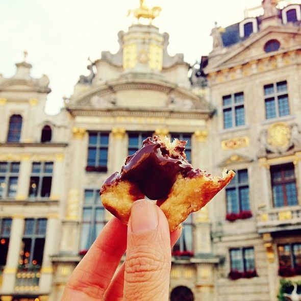 Belgian Waffles in Grand Place, Photo GirlEatWorld l #food #brussels #belgium #waffles ##travel #travelphotography #mouthwatering #girleatworld
