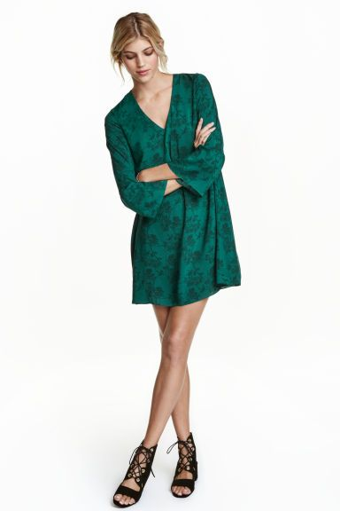 Dress with trumpet sleeves | H&M