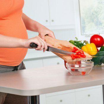 Menú en la semana diez de embarazo. Además del ácido fólico y el yodo, otra vitamina indispensable en el embarazo es la vitamina B12. Alimentación de la embarazada.