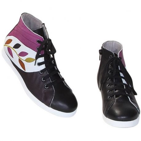 SNEAKERS ACQUERELLO LIME RAMO Natural leather shoes. Lace-up bootie, upper natural leather and leather inside, rubber outsole, closure zip 11 cm. Ideal for free time and casual clothes, match them with your Acquerello handbag! Colors black, purple, brown and yellow and branch pattern.