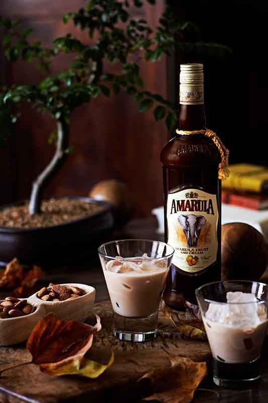 Drinks all around! When having your friends over, offer them a glass of the African Original on ice. Nothing can be more welcoming than Amarula.