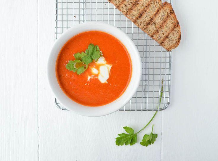 Ik maakte onlangs een Geroosterde paprik soep. Een supersimpel recept en bovendien ook nog gezond! Ik heb de paprika's geroosterd in de oven.
