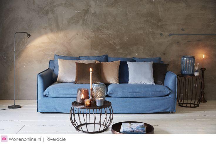 Blauw is stoer. Blauw is koninklijk. Blauw is ingetogen. Blauw is elegant. En blauw is dé trend. De najaarscollectie van Riverdale, Royal Nomads, heeft al deze facetten in zich. Van aardewerk windlichten en fluwelen kussens tot zelfs een jeansblauwe bank. Royal Blue is dé fashionable season colour van dit seizoen.