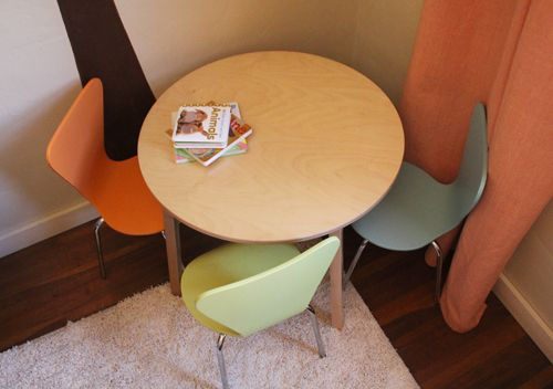 cute table & chairs: Tables Chairs, Tiny Tables