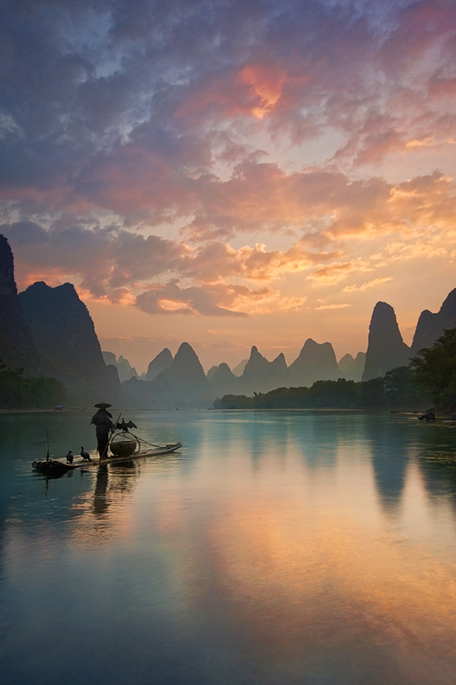 #Guilin #Fisherman #Sunrise For many years, Li River has been viewed as an iconic symbol of #China 's beauty.