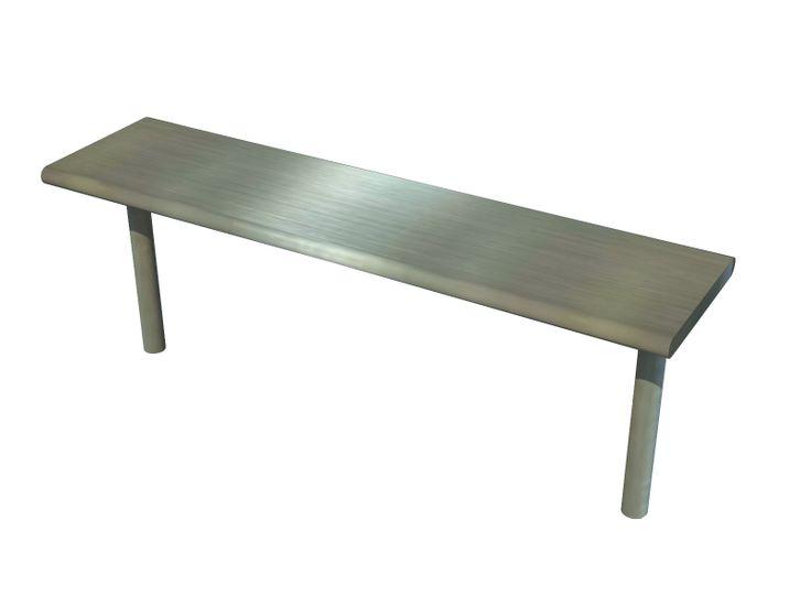 Repisa  RMC Productos Garden para uso industrial fabricada en acero inoxidable AISI 304 calibre 20, acabado satinado y gran resistencia. Ubicada encima de mesa
