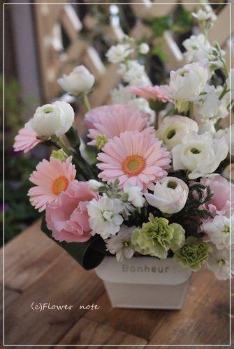 【今日の贈花】淡いピンクでお悔やみの花|Flower note の 花日記 (横浜・上大岡 アレンジメント教室)