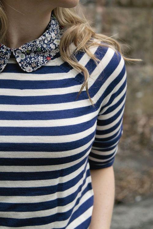 Che idea il collettino a fiori sulla maglia a strisce navy!