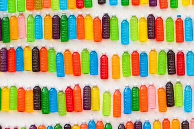 ¡Qué lindas! A partir de ahora siempre me guardaré alguna botella de plástico para crear maravillosas cosas.A veces pensamos en botellas de plástico vacías, y lo único que se nos ocurre, sin ser tirarlas a la basura, es colocarlas en algún compartimento de residuos reciclables o algo por el estilo. Pero jamás