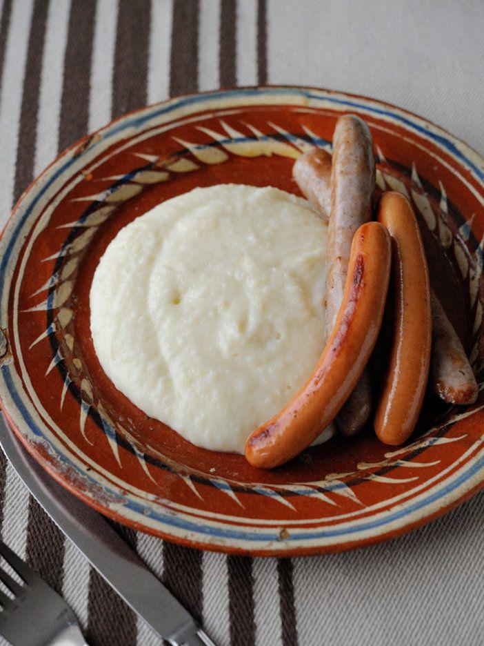 ミディ・ピレネー、ライヨールの名物じゃがいも料理。長~くのびるもちっとした食感が特徴。そのまま食べてもおいしいけれど、肉やソーセージの付け合わせにするのが本場流。人が集まる時にはもってこいの料理。現地ではトム・フレッシュという熟成前のものを使うが、ここは日本で手に入りやすいチーズで代用。|『ELLE a table』はおしゃれで簡単なレシピが満載!