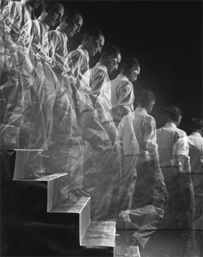 Marcel Duchamp Descending a Staircase - Eliot Elisofon