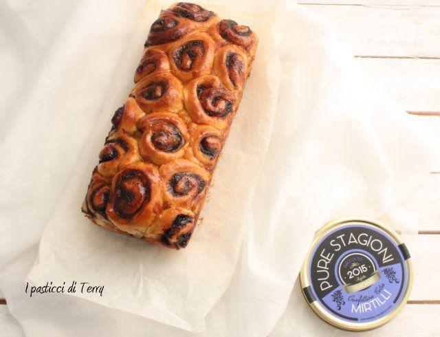 pan-brioche-di-roselline-con-confettura-di-mirtilli-11