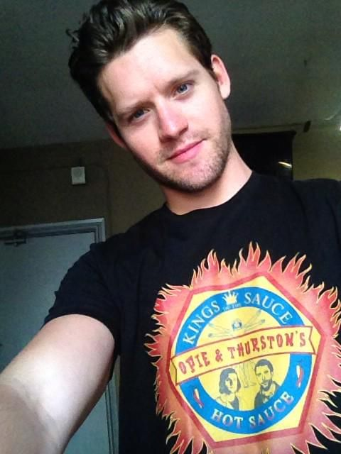 "HaHaHA!!! Oh man! I LOVE it! Where'd you get it?! :0)""@lukekleintank: @geraghtyvl @TJThyne @HartHanson got the shirt """