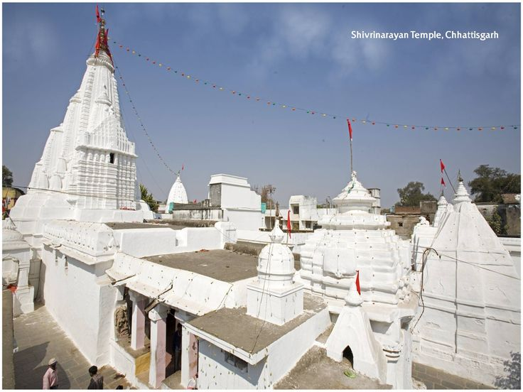The confluence of the Mahanadi, Jonk and Shivnath rivers is the town of Shivrinarayan. The place is imbued with the mythology, specifically the legend of shabri from the Ramayana. #temple #god #faith #prayers #belief
