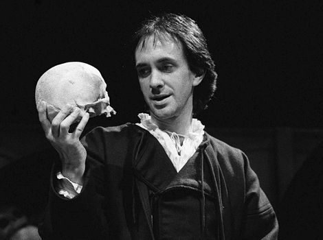 Jonathan Pryce's Hamlet; spoke both Hamlet's and the Ghost's lines.