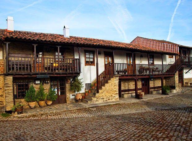 Às portas do Parque Natural de Montesinho espera-nos D. Roberto. O restaurante típico de Gimonde, hospitaleiro e acolhedor, com uma taberna típica e um espaço dedicado aos produtos regionais, para ...