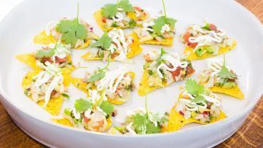 Ceviche van scampi's met nacho's en zure room