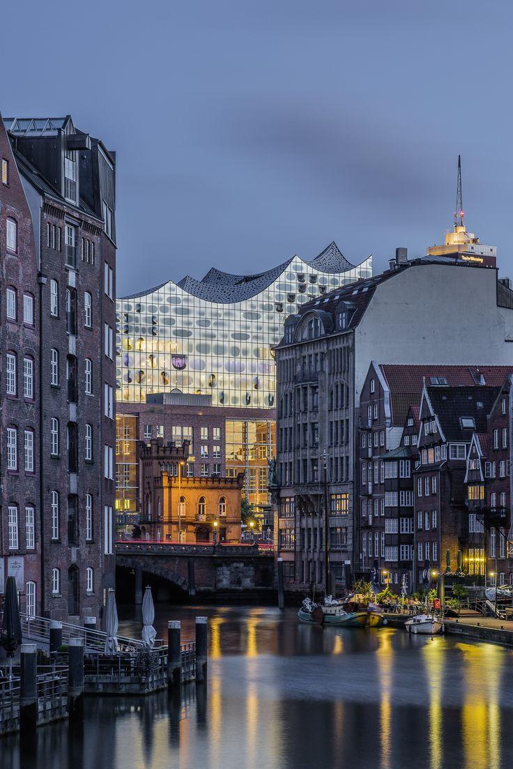 Blick durch das Nikolaifleet auf die Elbphilharmonie | Bildschönes Hamburg
