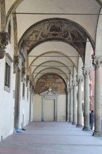 Interno del portico dello Spedale degli Innocenti.