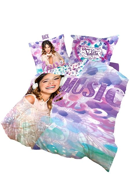 Violetta-pussilakanoilla sukellat mukaan maailmalla supersuositun Violetta-tv-sarjan tunnelmiin. Petaa sänkyyn värikkäät Violetta-vuodevaatteet ja nukut violetissa unelmassa! Pakkaus sisältää pussilakanan (150 x 210 cm) ja tyynyliinan (50 x 60 cm). 100% puuvillaa. Pesu 60 asteessa.