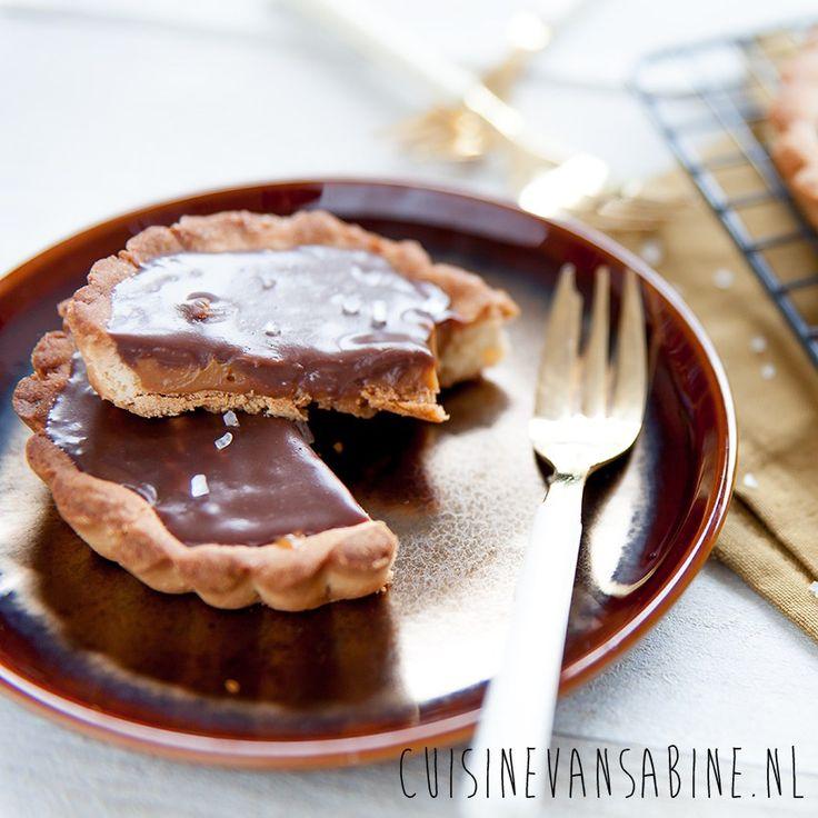 Heerlijke tartelettes met gezouten karamel, chocolade en noten   Delicious tartelettes with salted caramel, chocolate and nuts