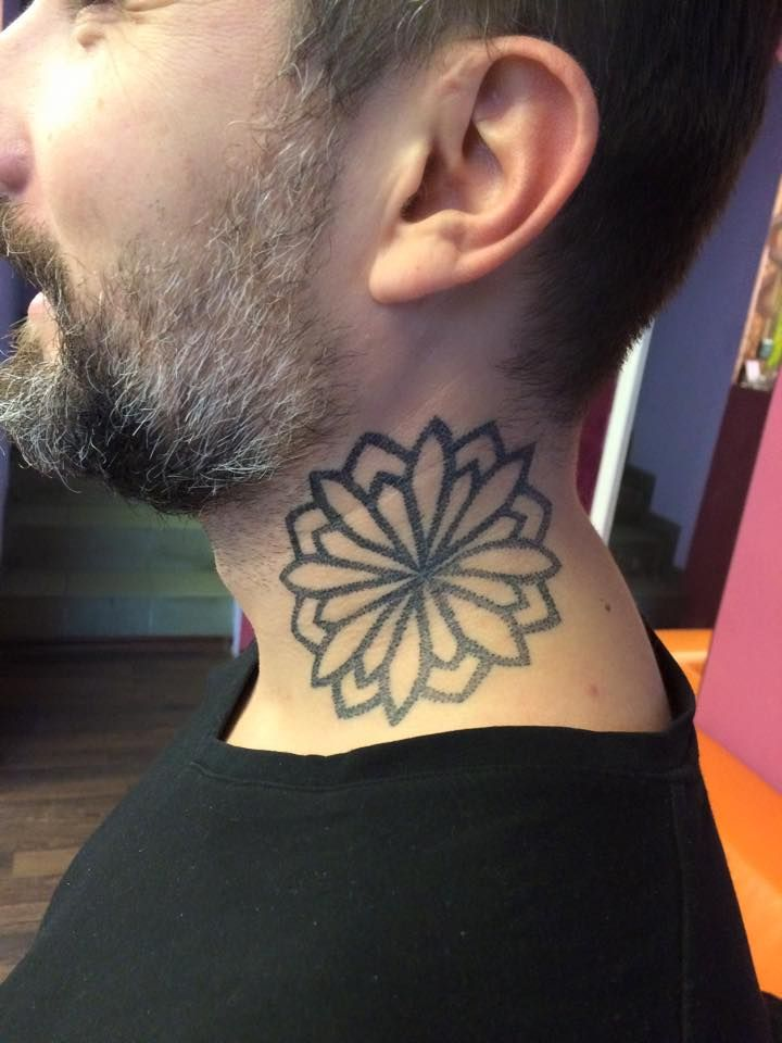 Redberry Tattoo Studio #tattoowroclaw #redberrywroclaw #redberrypoland #wroclawtattoo #amazingtattoo #toptattoo #inked #inks #poznan #opole #brzeg #berlinredberry #dresden #berlintattoo #renton #rentonstelmach #stelmach #mandala #flower #kwiat #black