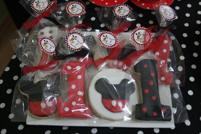 Toprak'ın Mickey Mouse Temalı 1 Yaş Doğum Günü Partisi! - Annelik Deniz'i | Anne Bebek Çocuk Blogu |