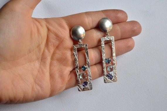 Orecchini dalla forma geometrica in argento 925 con topazio, topazio london blue…