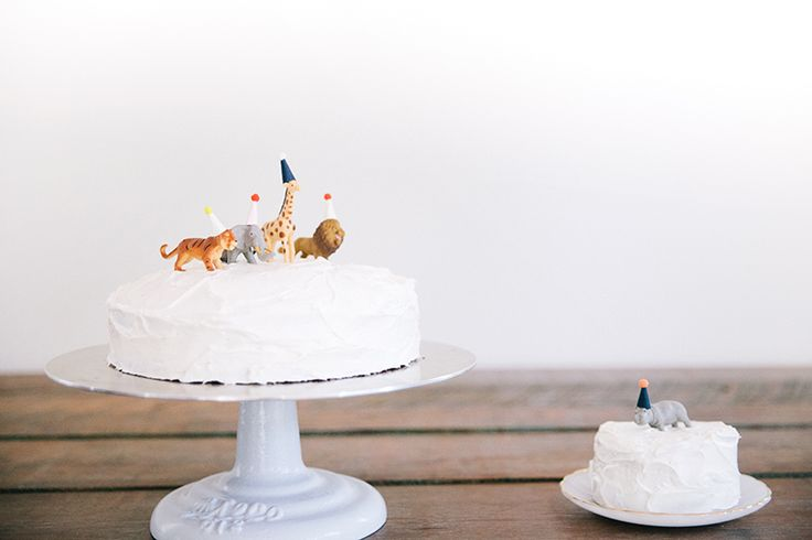 Decorate a first birthday cake with toy animals (kids can play with them after the cake is gone!). Via @miss james | bleubird