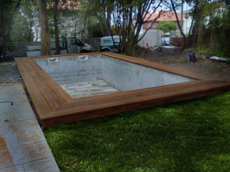 Fabrication d'une margelle (plage) de piscine en bois (ipé)Margelle de piscine en ipéLa technique est exactement la même que celle utilisée pour la réalisation de terrasses bois : plot en béton pour l'encrage dans le sol, puis ossature bois pour soutenir...