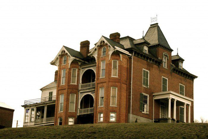 The Story Behind Virginia's Most Haunted House Will Give You Nightmares