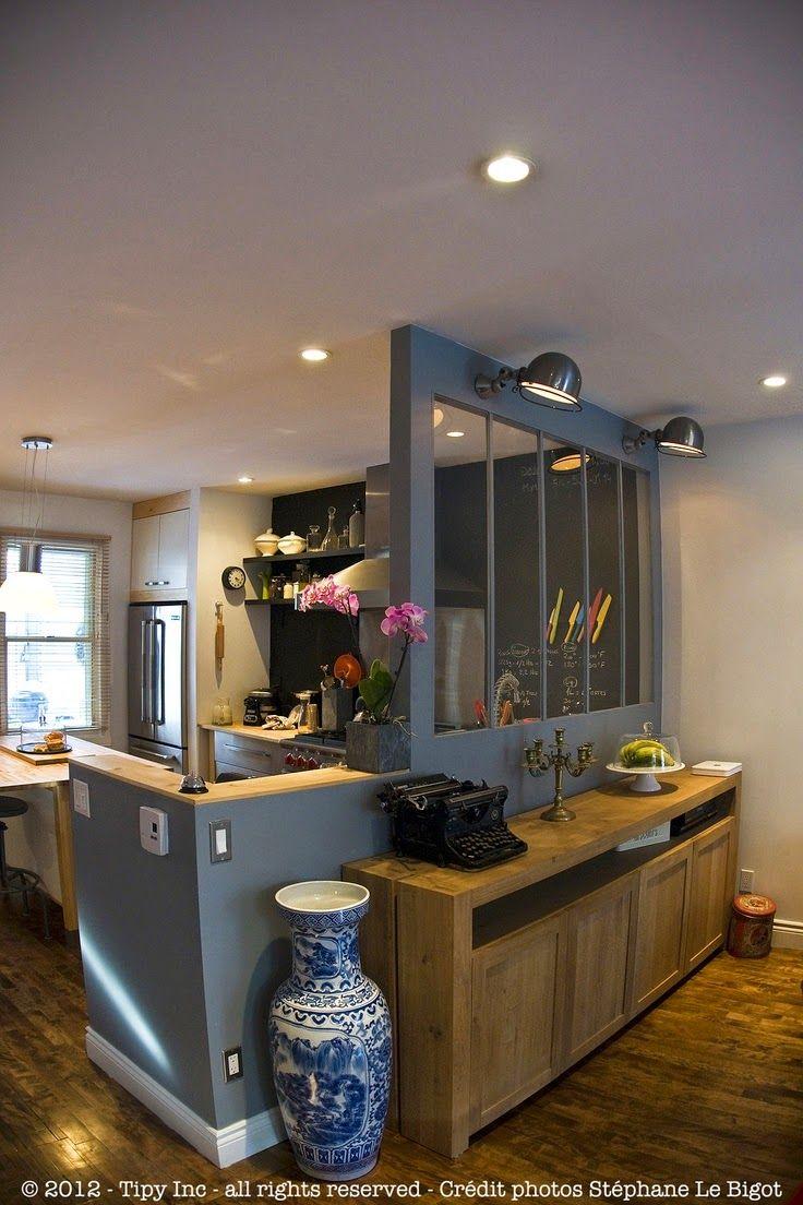 : Une verrière dans la cuisine ou la cuisine dans un...