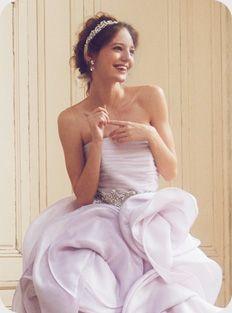 カチューシャはサッシェと合わせて♡ カラードレスに合うロングの髪型一覧。花嫁衣装に合うヘアアレンジまとめ。