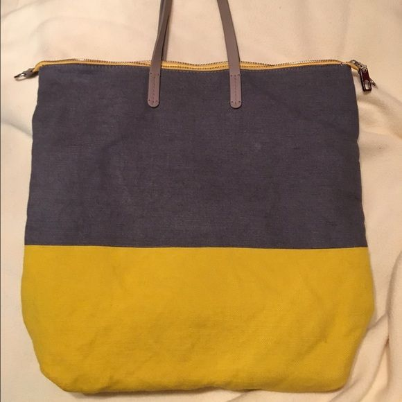 Gap Handbag Dark grey and yellow fabric with grey leather handles, condition is excellent, nice and deep, fits a lot, does not come with a Crossbody strap. GAP Bags