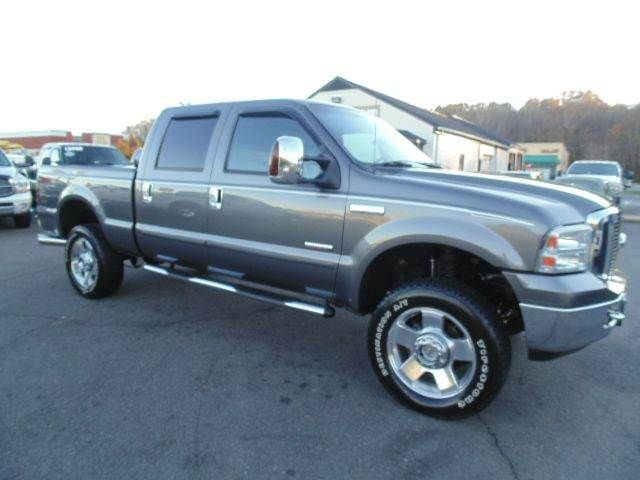 WWW.EMAUTOS.COM 2006 Ford F-250 Super Duty Lariat Crew Cab 4x4 Short Bed DIESEL TRUCK FOR SALE In Locust Grove VA - E & M Auto Sales #Emautos