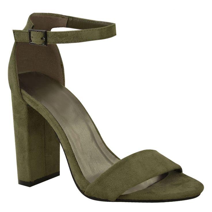 Simpel legergroen of khaki kleurig sandaaltje met een bandje over de tenen en een smal enkelbandje. Stevige, maar sierlijke hak. De voorste band is ook voor een bredere voet geschikt!