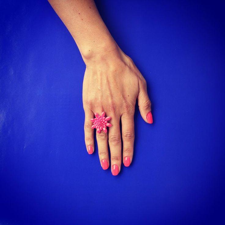Thank u @aliaselma for handmodeling for us. We love u'r pretty hands & nails  ❤️ #JuJu #Copenhagen #ring #fingerring #fluorescent #pink #design #danishdesign #jewelry #plexiglass #flowers #flower #summer #stilllife #nails #hands #København #Skabt #Istedgade 83