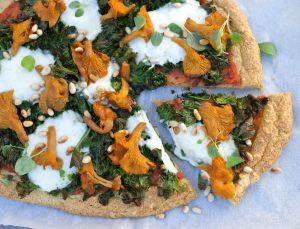 Sesongens pizza og grønnkålkrisp | Fraiva