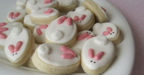 These cookies are almost too cute to eat....but they are simple and quick to make, so you can make a few dozen!     Credit: http://www.etsy....
