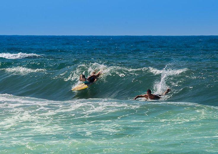 Surfers on the wave by www.gronlundsperspektiv.se