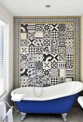плитка с разными узорами в интерьере ванной