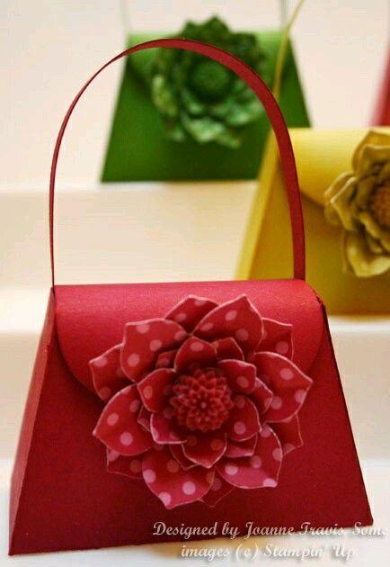 más y más manualidades: Como hacer lindas cajitas con forma de bolso usando un solo molde