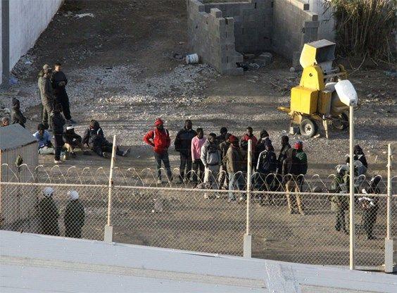 1.600 Afrikanen bestormen grensomheining in Ceuta