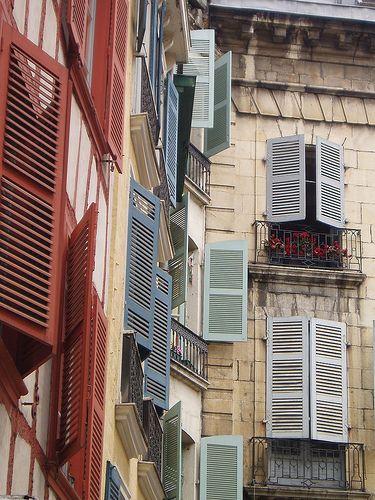 Bayonne Shutters. Pyrénées-Atlantiques France