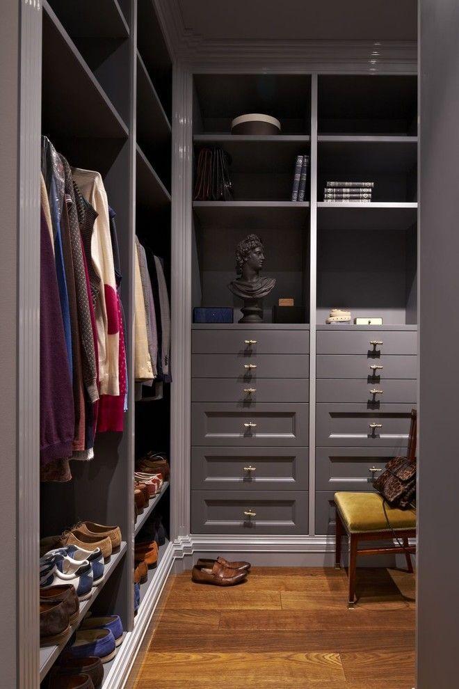 55+ идей кладовки в доме: как организовать незаменимое помещение http://happymodern.ru/kladovka/ Стильный встроенный платяной шкаф в кладовой комнате