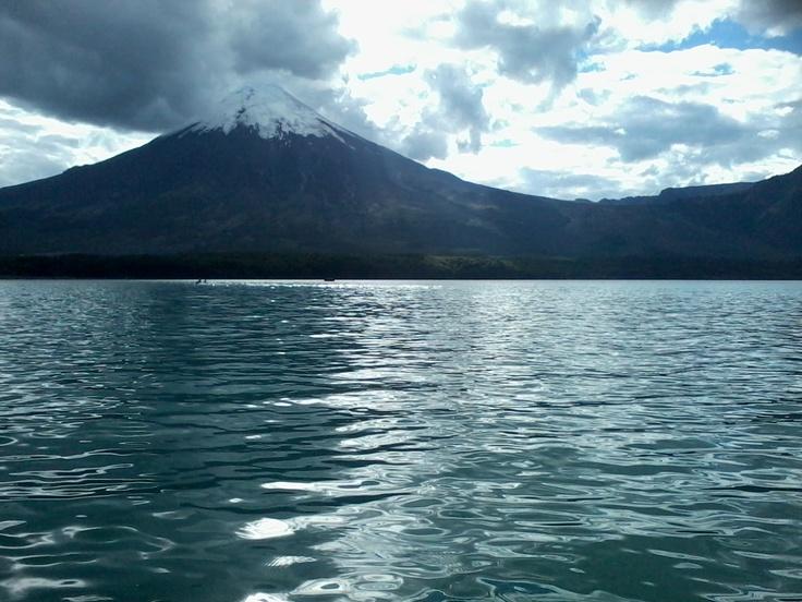 El Volcán Osorno  y el color turquesa de la Laguna de Todos los Santos